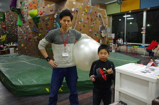 バランスボールと腹筋ローラーJPG